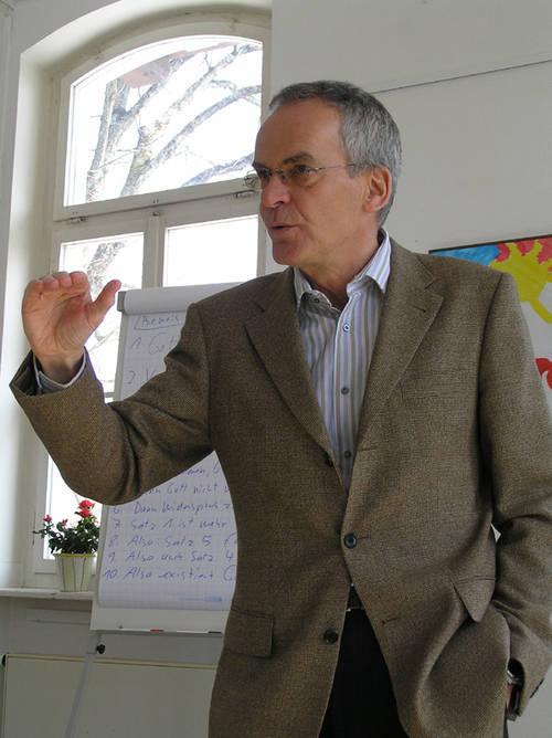Dr. Michael Conradt beim philosophiegeschichtlichen Vortrag im Inselhaus Wolfratshausen